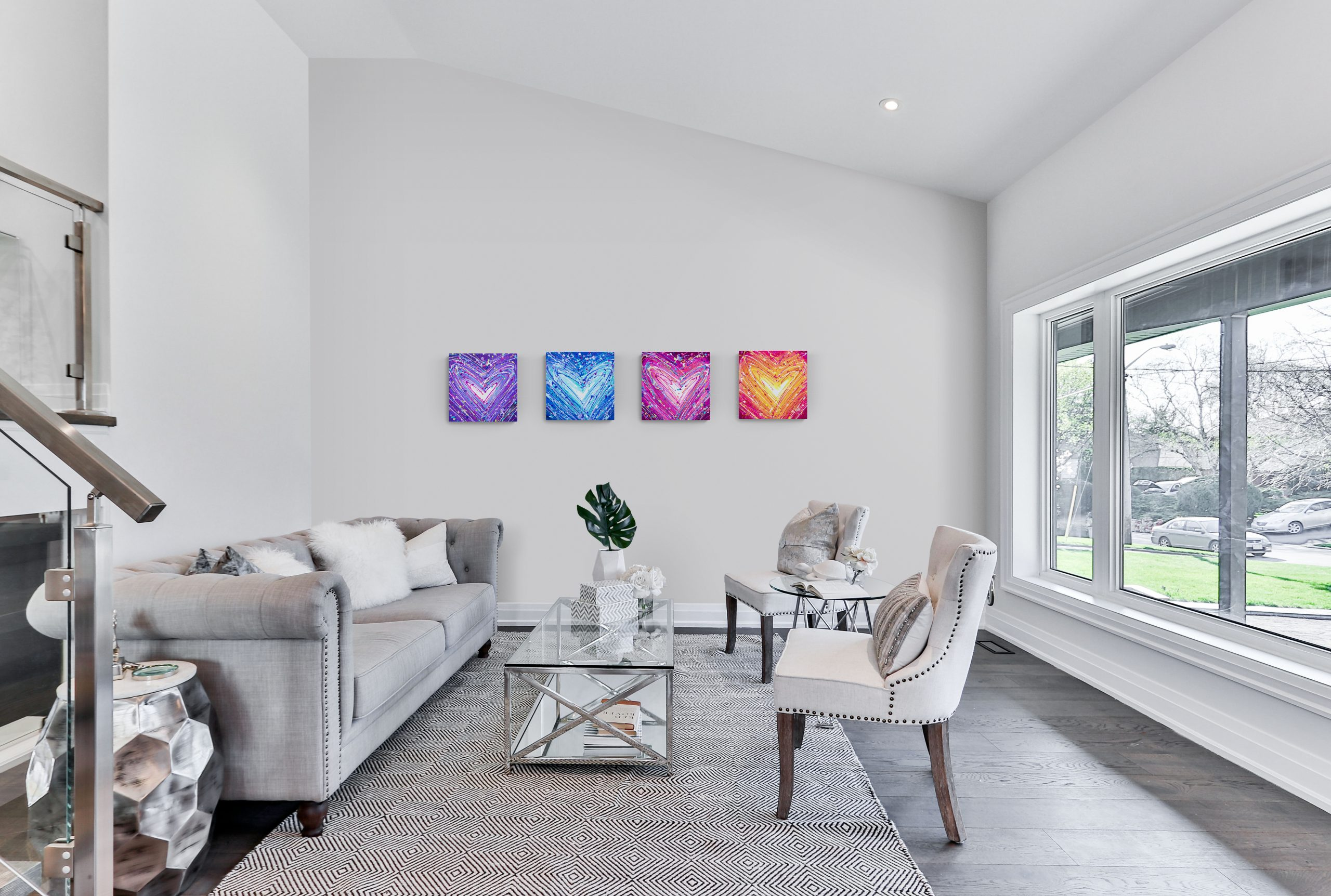Large_bright_comfy_family_room